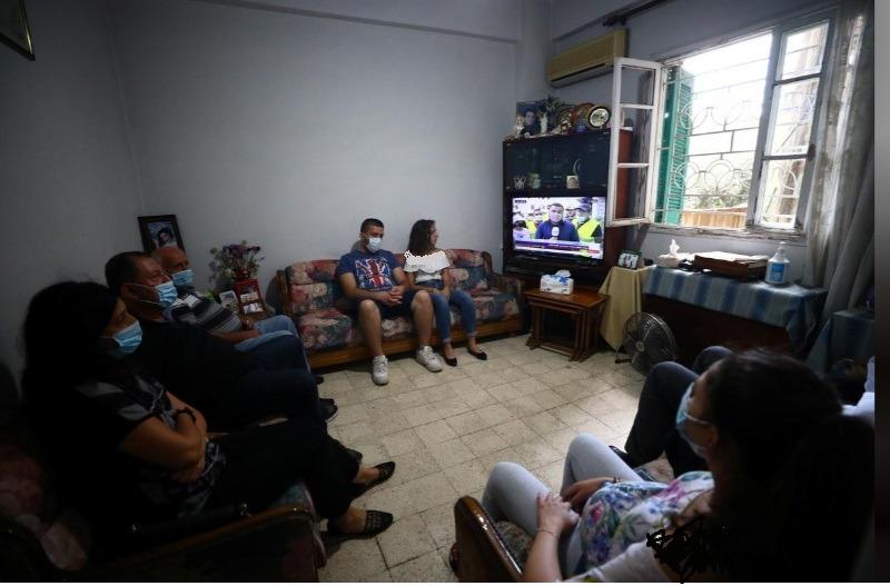 اعضای خانواده فرد مفقود شده در انفجار لبنان