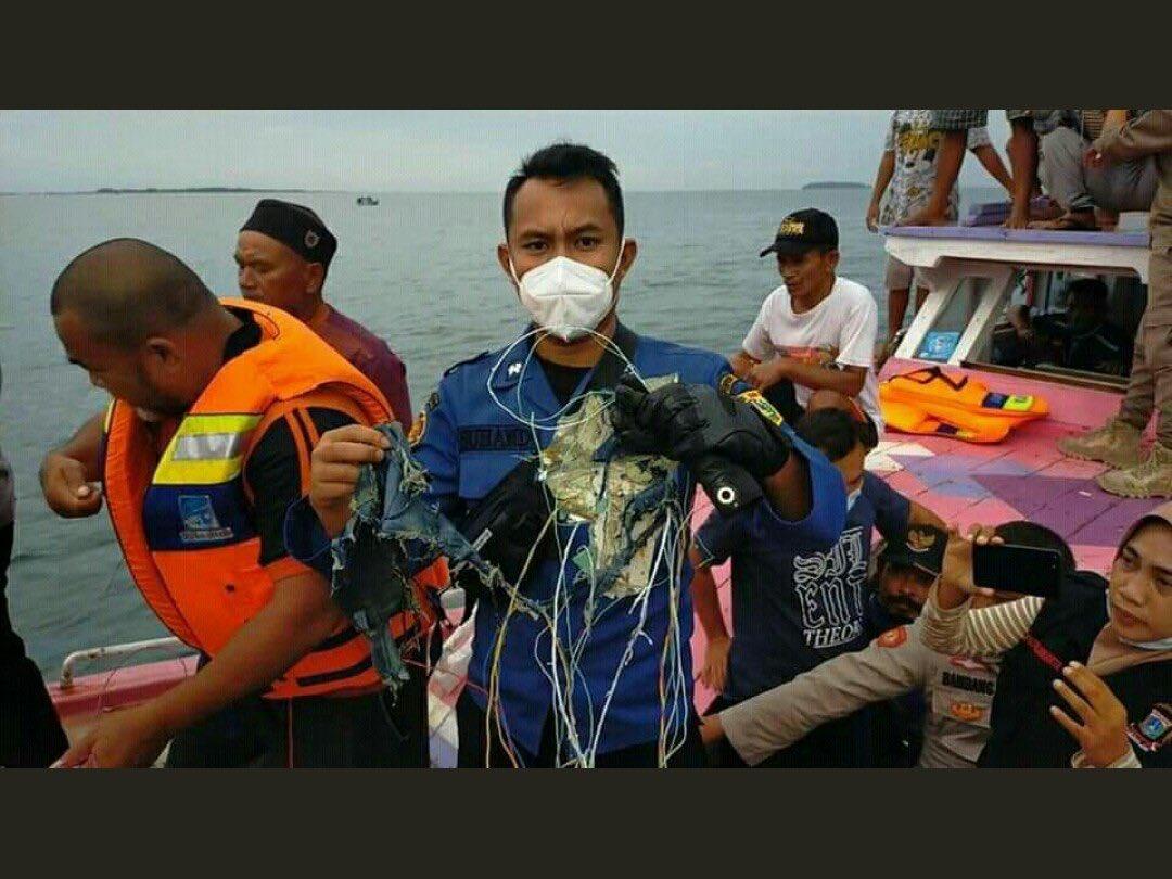 خروج یک هواپیمای مسافربری اندونزی از رادار فرودگاه جاکارتا/ لاشه هواپیما در شمال جاکارتا پیدا شد