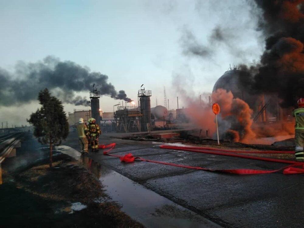 پالایشگاه, درخواست پلیس: در بزرگراهها برای عکاسی از حادثه آتشسوزی در پالایشگاه توقف نکنید, رسا نشر - خبر روز